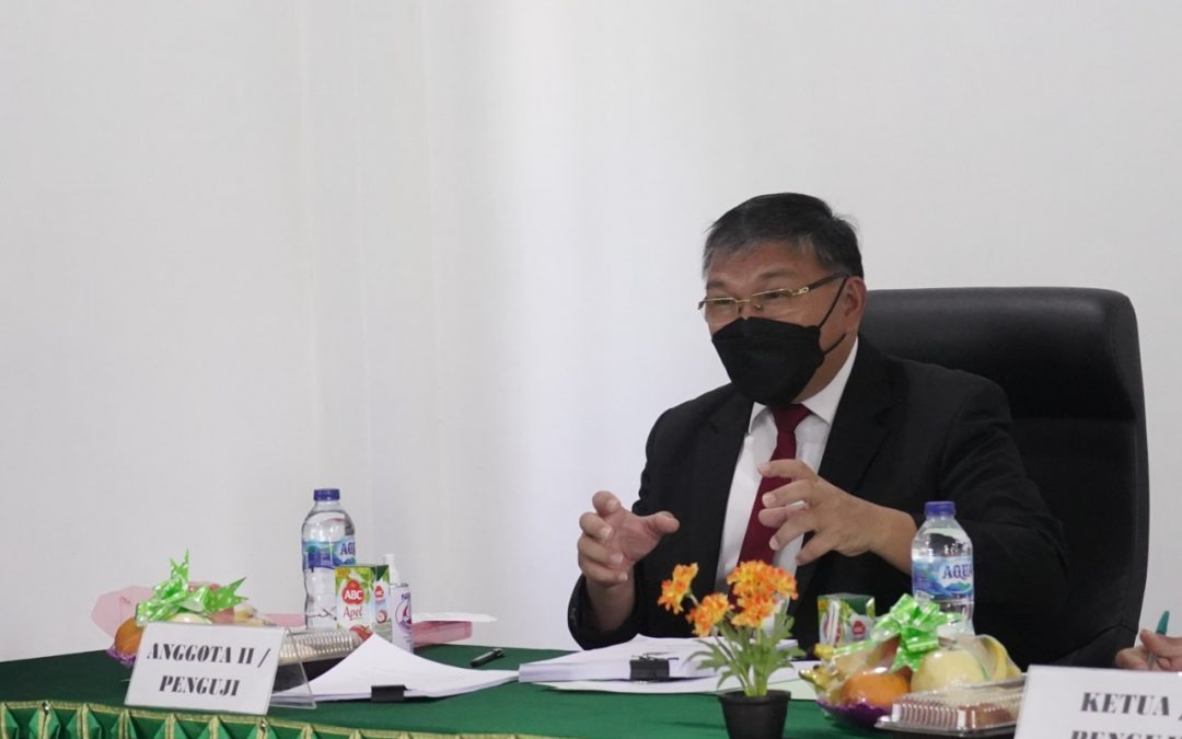 Hadir Sebagai Penguji Tamu, Ketua BPMS GMIM Menguji Hasil Penelitian Disertasi Program Doktoral IAKN Manado